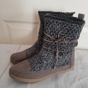 Madden Girl Tweed Boots Size 7.5